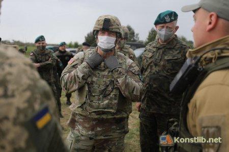 Командувач Об'єднаних сухопутних військ НАТО відвідав українських артилеристів у Польщі